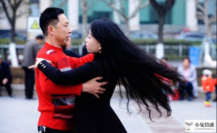 <strong>为什么奉劝老人别去跳交谊舞? 59岁大妈坦</strong>
