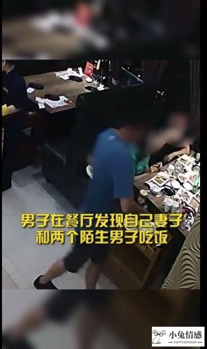 在餐厅暴打自己妻子和一起吃饭的男人,打人者面对什么法律惩处?